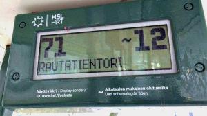 Hållplatsskärm som visar när bussen kommer.