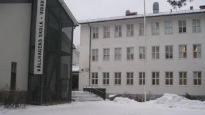 Källhagens skola och Virkby gymnasium i Lojo