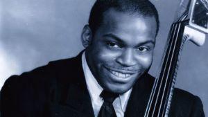 Porträtt av Willie Dixon med kontrabas