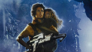 Sigourney Weaver som Ripley och Carrie Henn som Newt i filmen Aliens.