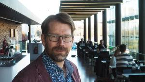 Säveltäjä Hannu Pohjannoro.