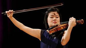 Mayumi Kanawaga Sibelius-viulukilpailussa 2015