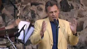 Benny Törnroos i Fångad av en sång.
