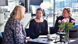 Sibelius-Akatemian tohtorikoulutettava Laura Miettinen Helena Hannikaisen ja Inari Tillin vieraana Kantapöydän suorassa lähetyksessä Musiikkitalon kahvilassa 27.4.2016.