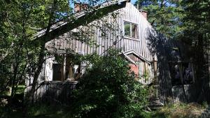 En av de tyska barackerna som står kvar på Tulludden i Hangö