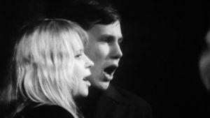 Tarleena Sammalkorpi ja Pekka Milonoff laulavat Helsingin Teiniteatterin Sex-kabareessa.