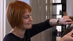 Sabina Blomqvist klipper hår