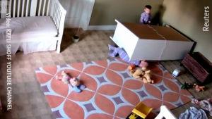 Två-åring räddar sin bror
