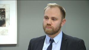 Porträtt på Aki Eriksson, jurist på Regionförvaltningsverket i Södra Finland