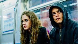 Mr. Robot -sarjan hahmot Darlene (Carly Chaikin) ja Eliot (Rami Malek).