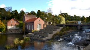 Ett foto av kraftverket i Billnäs bruk där man ritat in en fiskväg.
