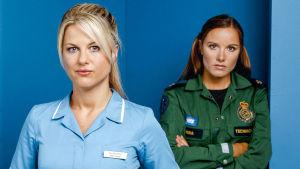 Casualty-sarjan hahmot Ellen (Georgina Bouzova) ja Nina (Rebekah Gibb).