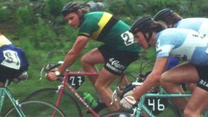 1970-luvun maantiepyöräilytyyliä lähikuvassa.