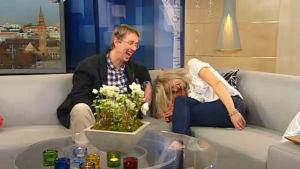 Marja Sannikan ja Nicholas Wancken nauruhepuli Aamu-tv:n iltapäiväkoosteen nauhoituksessa.