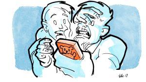 Isä katsoo lapsen puhelinta ja peittää kasvonsa käsillään. Äiti on vieressä hämmentyneenä.
