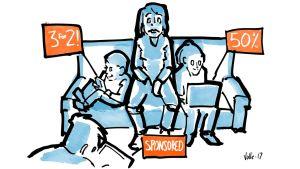 Vanhempi istuu sohvalla ihmetellen, kun lapset ympärillä käyttävät ruutuja, joissa näkyvät 3 FOR 2, 50% ja SPONSORED.