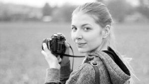 Hur är det att som kvinna gå på bal i byxor? Nanó Wallenius-Verthongen berättar om sitt bildprojekt