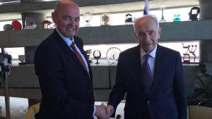 Albert Ehrnrooth och Simon Peres