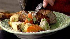Vitvinsmarinerade kycklinglår, gris inrefilé och grönsaker
