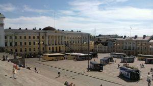 Näkymä Tuomiokirkon portilta Senaatintorille