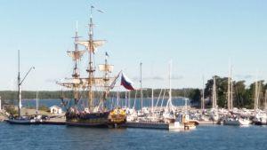 Stort segelfartyg på väg mot Åbo.