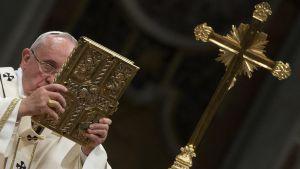 Pääsiäisyön jumalanpalvelus Vatikaanissa