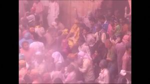 Uutisvideot: Intialaiset juhlivat värien festivaalia Holia