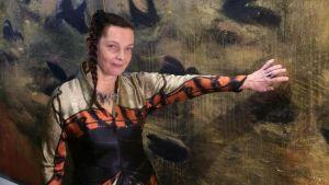 Yle Uutiset Pirkanmaa: Taiteilija Marita Liulia kertoo työskentelytavastaan