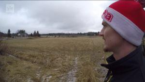 Urheilujuttuja: Lentopallomestaruudessa kiinni olevan VaLePan Timo Jokinen tasapainoilee lentopallon ja maanviljelyn välillä