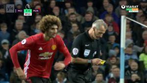 Urheilujuttuja: Fellainin järjetön pusku Agüeroon toi punaisen kortin - katso kohutilanne
