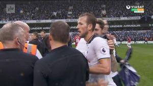 Valioliiga: Tottenhamin kannattajat valtasivat kentän viimeisessä kotiottelussa