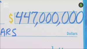 """Uutisvideot: Kalifornialaisessa """"alkossa"""" viime minuutilla ostettu lottokuponki toi 448 miljoonan dollarin päävoiton"""