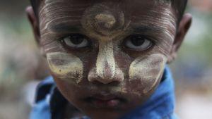 Uutisvideot: Keitä ovat Myanmarin rohingyat?
