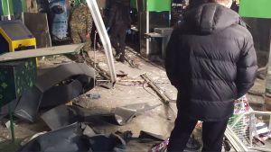 Räjähdyksen tuhoja Perekrestok-kauppaketjun liikkeessä Pietarissa.