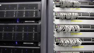 Serveri-tietokoneita CERN:in tiloissa.