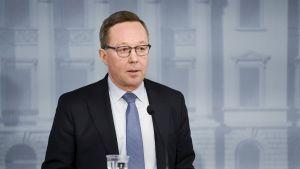 Omistajaohjausministeri Mika Lintilä tiedotustilaisuudessa Valtioneuvoston linnassa Helsingissä 4. tammikuuta.