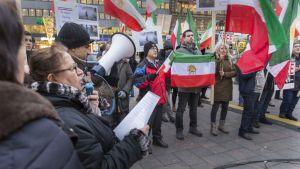 Iranilaisten mielenosoitus Helsingissä