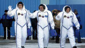 Norishige Kanai, Anton Shkaplerov ja Scott Tingle valmistautuvat avaruuteen matkustamiseen 17.12.2017.