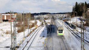 InterCity-juna pääradalla  Keravalla.