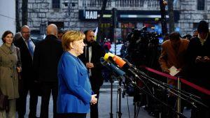 Angela Merkel tiedotustilaisuudessa Berliinissä