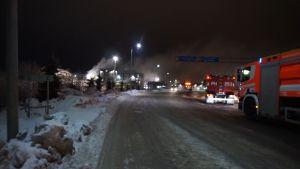 paloautoja Kujalan jätekeskuksessa