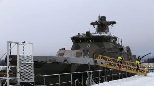 Hamina-luokan alus korjattavana Teijon telakalla