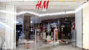 Suljettu H&M-ketjun liike Johannesburgissa 13. tammikuuta.
