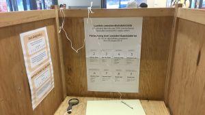 Presidentinvaalit 2018 ennakkoäänestys Imatralla, äänestyskoppi sisältä