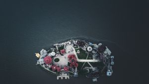Ilmakuva saaresta Satkasta Venäjältä.