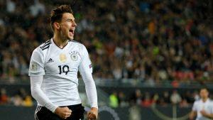 Leon Goretzka juhlii maalia Saksan paidassa.