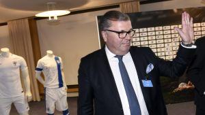 Suomen Palloliiton uudeksi puheenjohtajaksi valittu Ari Lahti Suomen Palloliiton 89. liittokokouksessa Helsingissä lauantaina 20. tammikuuta 2018.