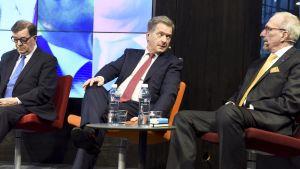 Presidenttiehdokkaat Paavo Väyrynen, Sauli Niinistö ja Nils Torvalds.
