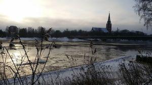 vesi korkealla joessa