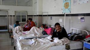 Potilaita intialaisessa sairaalassa.